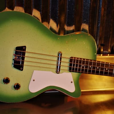 Silvertone U1 Dolphin Nose Bass 1444 L 1964 Greenburst.  Danoelectro.  Restored.  Pristine.