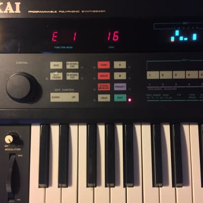 Akai AX 80 vintage 8 voice poly synthsizer fully serviced clean working