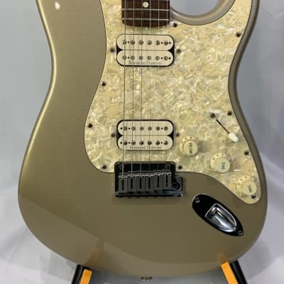 Fender Big Apple Stratocaster with Rosewood Fretboard 1997  Shoreline Gold with Case for sale