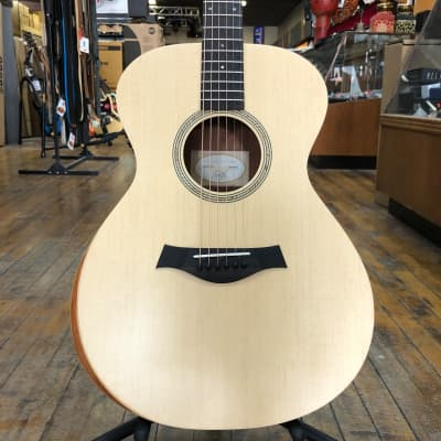 Taylor Academy 12e Grand Concert Acoustic-Electric w/Padded Gig Bag