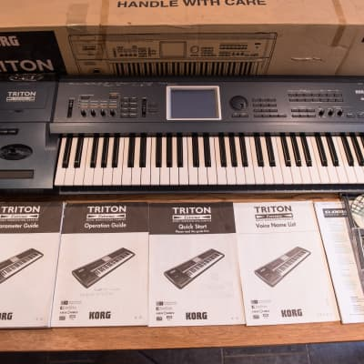 Korg Triton Extreme 61 - superb condition - with original box and instructions