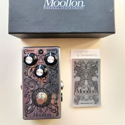 Moollon Buffer Age Boutique Analog Tremolo Guitar Effects Pedal for sale