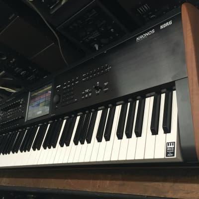 Korg KRONOS 2 /73 -Key keyboard Music Workstation ,KRONOS 7 ,in box  //ARMENS//