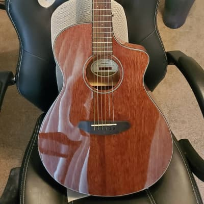 Breedlove Discovery Concert MH CE Cutaway Acoustic/Electric Guitar Gloss