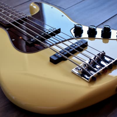 Fender Deluxe Active Jazz Bass V for sale