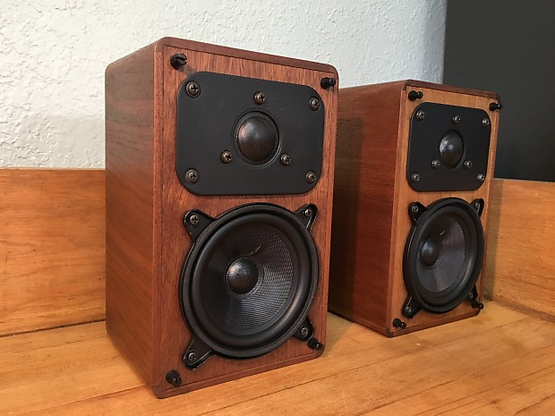 Realistic Minimus 7 Walnut Finish Vintage Bookshelf Speakers Pair Upgraded Audiophile HiFi Excellent