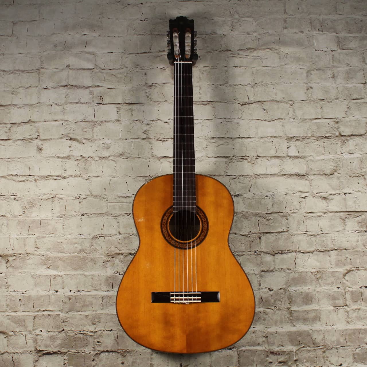yamaha g225 classical guitar reverb. Black Bedroom Furniture Sets. Home Design Ideas
