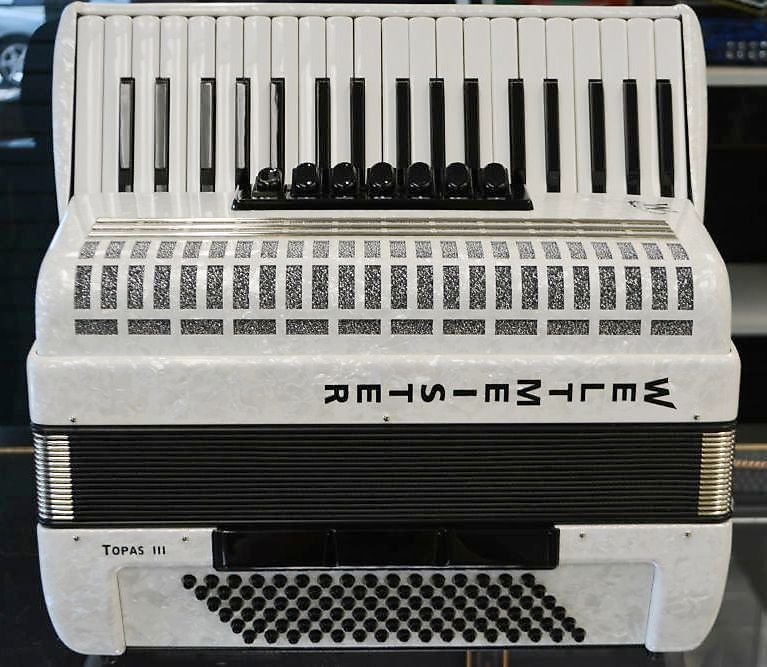 Weltmeister Topas III White 96 Bass Piano Accordion