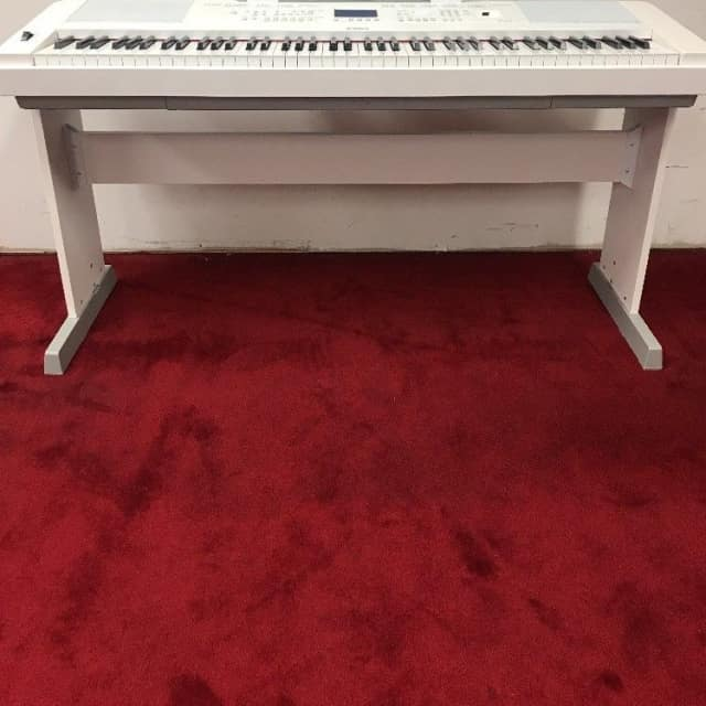 Yamaha DGX660 88 Weighted Key Portable Grand Digital Piano Keyboard White Stand image