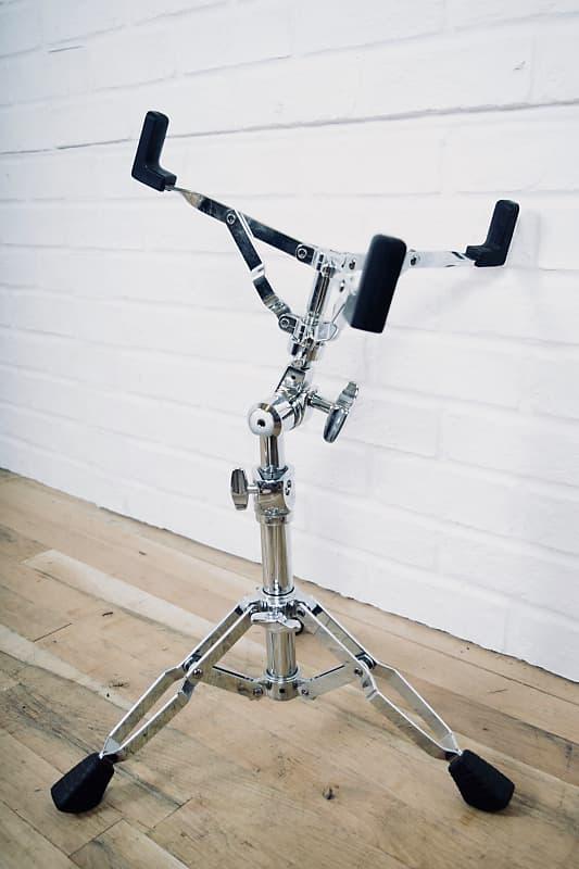 pearl snare drum stand excellent drum hardware for sale reverb. Black Bedroom Furniture Sets. Home Design Ideas