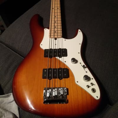 Fender Roscoe Beck Signature Bass Sunburst 200x for sale
