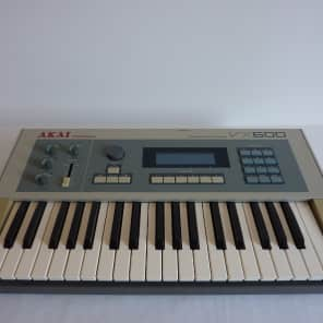 Akai VX600 synthesiser in superb condition