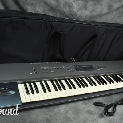 Korg N264 Music Workstation Synthesizer w/ Soft Case in Very Good Condition