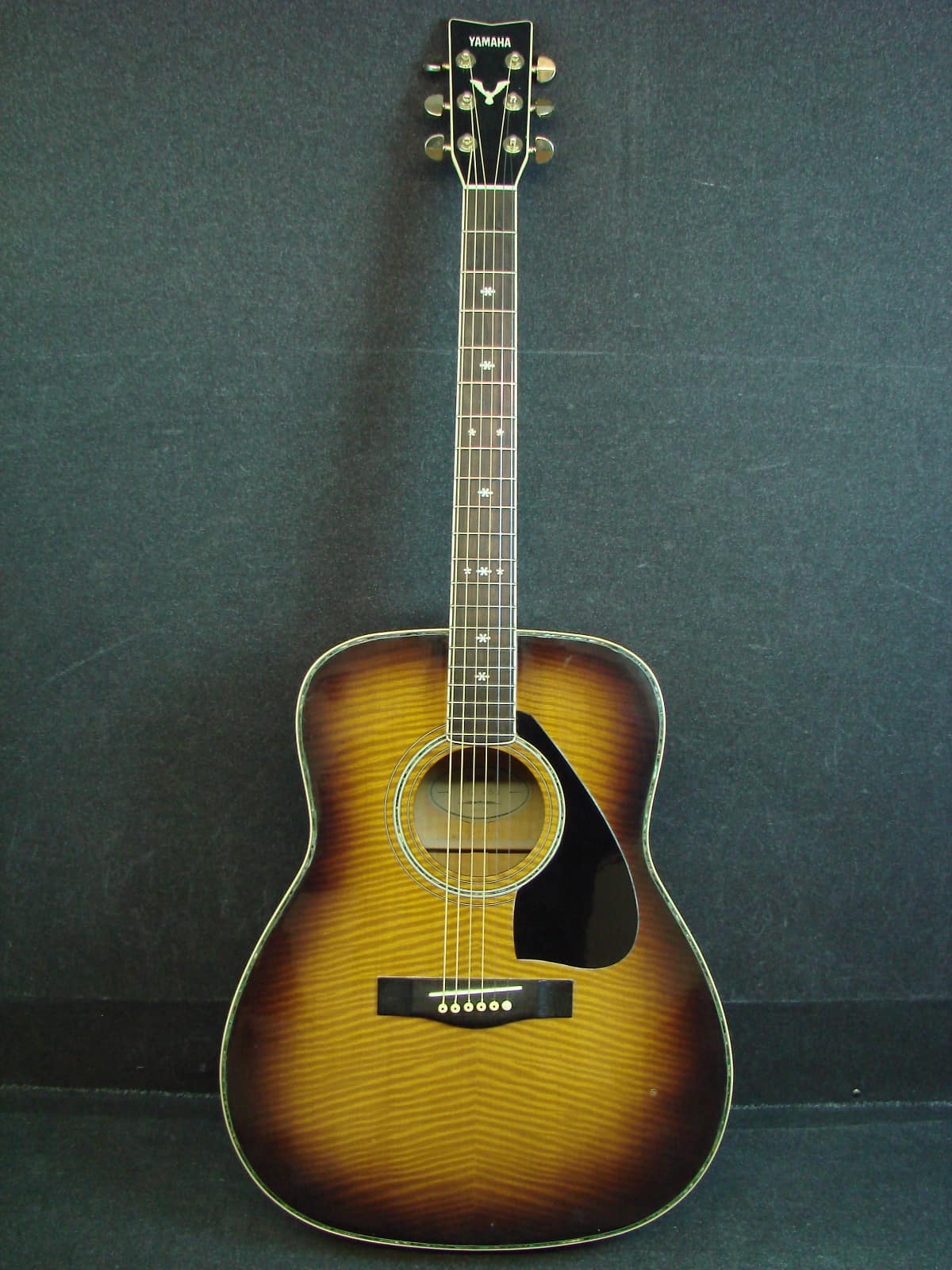 Yamaha fg 465 dreadnought vintage burst solid top acoustic for Yamaha solid top