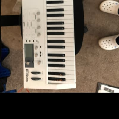 Waldorf Blofeld Keyboard 49-Note Digital Synthesizer White