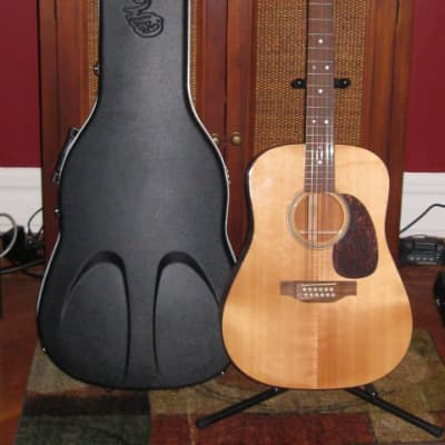 lite use (mostly very clean) 2007 Martin  (MAH-GT) Custom 04 (also called D12-14) 12 string + OHSC