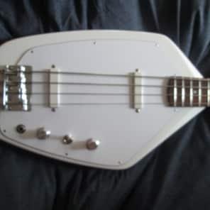 Phantom Guitarworks Phantom Bass 2016 White w/Original Case for sale