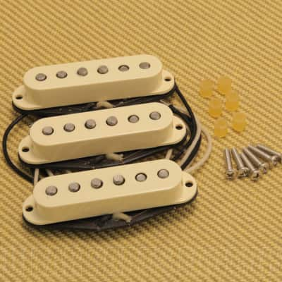099-2117-000 Genuine Fender Original 57/62 White Stratocaster Strat Pickups Set