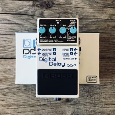 Boss DD-7 Digital Delay with Box & Goodies