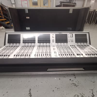 Soundcraft Vi6 digital mixer - 96 IN / 35 OUT
