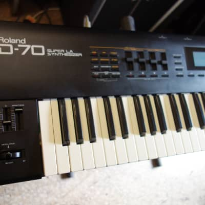 Roland D-70 76-Key Super LA Synthesizer (Japan/1990)