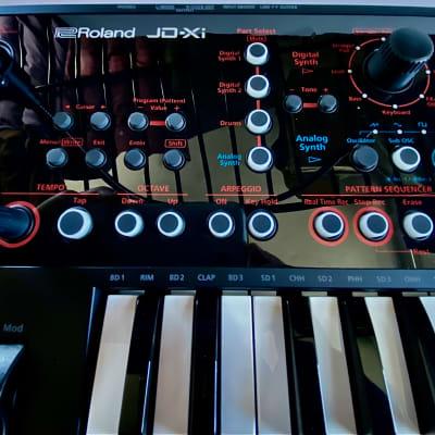 Roland JD-XI Synthesizer w/Vocoder, Mic,box.