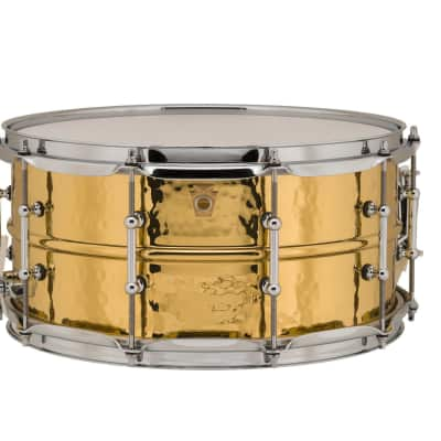 """Ludwig LB422BKT Hammered Brass 6.5x14"""" Snare Drum with Tube Lugs"""