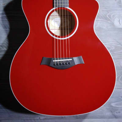 Taylor 214ce-Red Deluxe w/Hardshell Case #0213