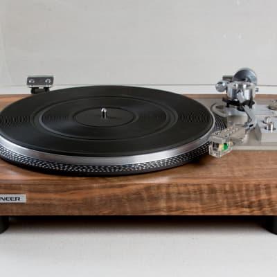 Vintage turntable Pioneer PL-518 semi-auto record player.