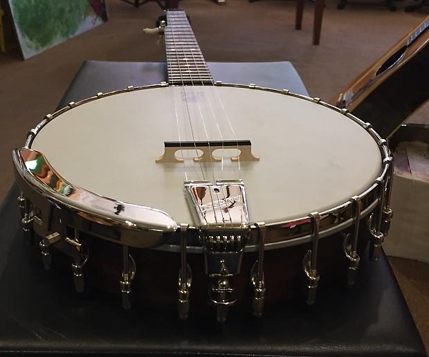 Vega Little Wonder Banjo by Deering With Case