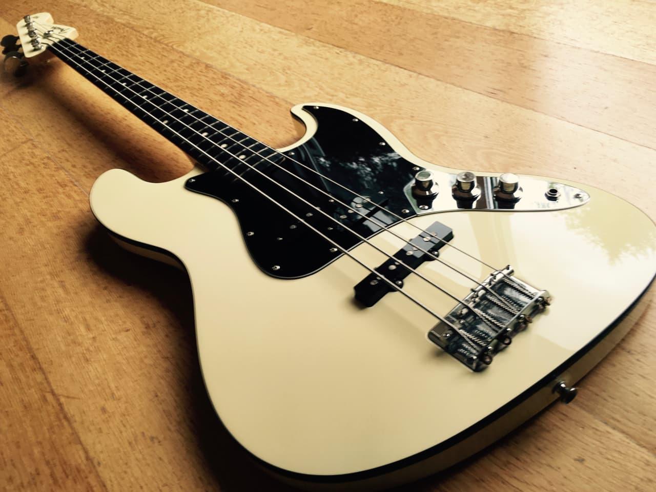 Fender Aerodyne Jazz Bass 2005 06 Vintage White