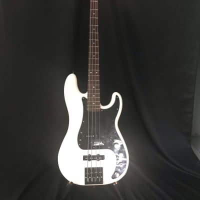 Fender  Precision Bass Deluxe (Active) w/Hipshot Bridge and Case for sale