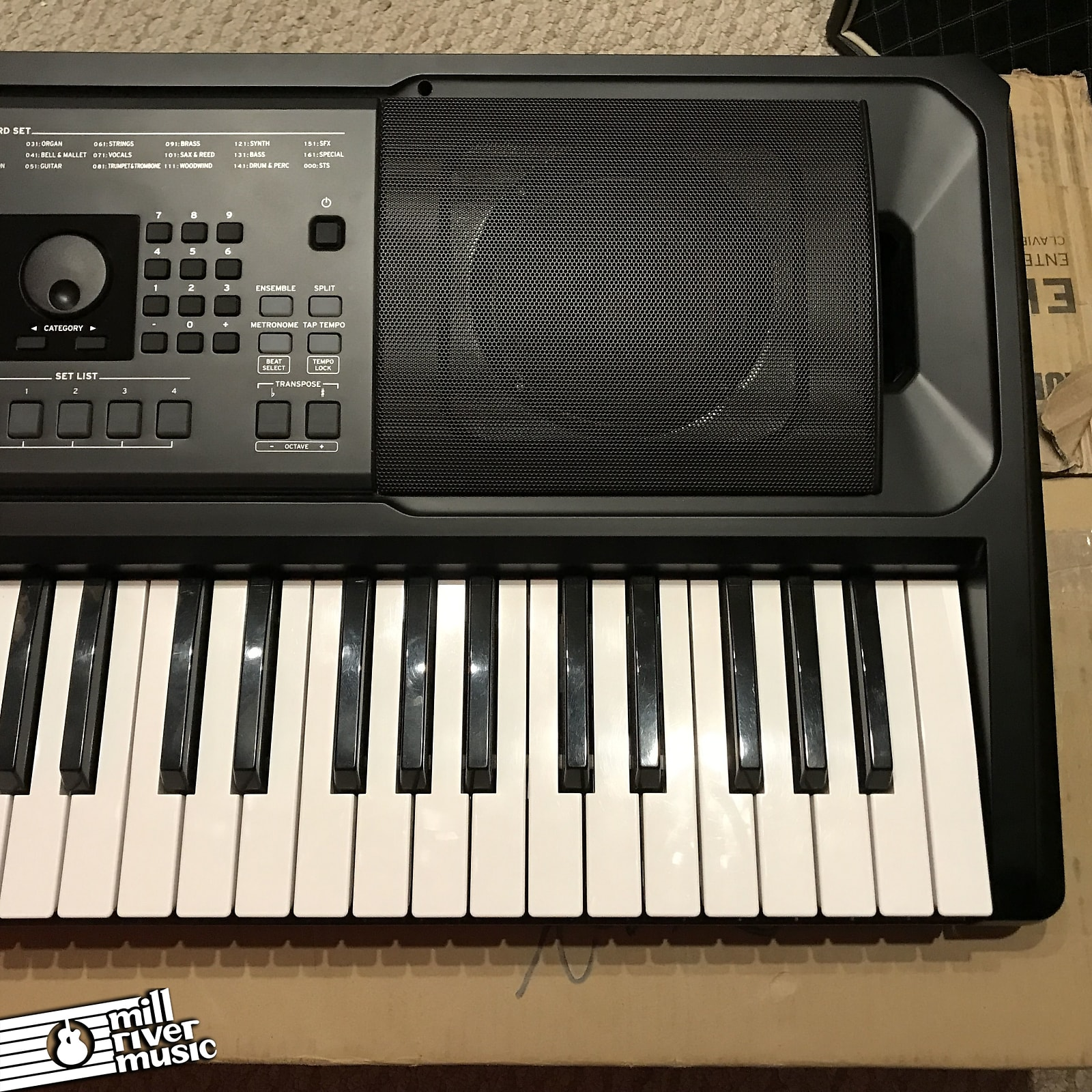 Korg EK-50 61-Key Entertainer Keyboard w/ Box
