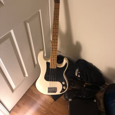 Applause Bass guitar for sale