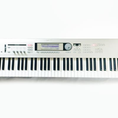 KORG Triton LE 76 Music Workstation Synthesizer Made in JAPAN. Sounds Great !