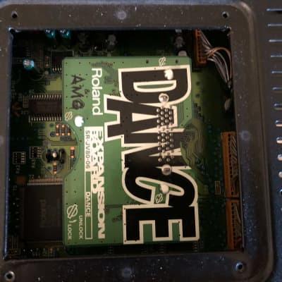 Roland JV-880 Multi Timbral Synthesizer Module + DANCE SR-JV80-06 Expansion Board