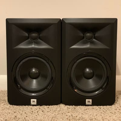 "JBL LSR305 - 5"" Two-Way Powered Studio Monitor"