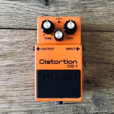 Boss DS-1 Distortion (Silver Label) - Legendary Distortion