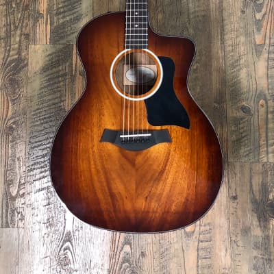 Taylor 224ce Deluxe, koa top, back and sides