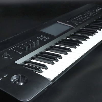Korg Krome61 - Shipping Included*