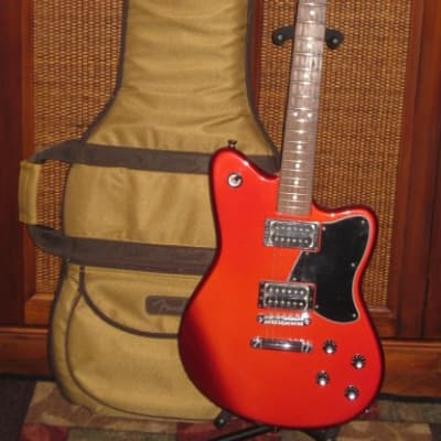 used 2004 Fender Toronado Reissue Red Body, Rosewood Fretboard, Made in Mexico + Fender Tweed Bag for sale