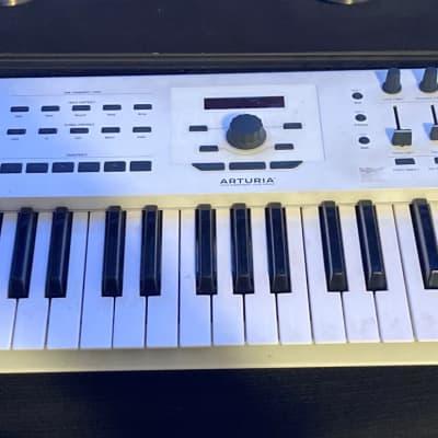 Arturia KeyLab 61 MkII MIDI Controller W/  Gator Semi-Rigid Wheeled  Keyboard Case