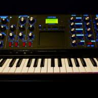 Moog  MiniMoog Voyager Electric Blue Edition 2015 Black