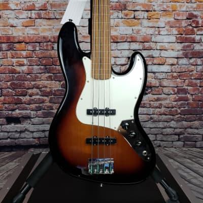 Fender Player Series Fretless Jazz Bass w/Pau Ferro in 3 Tone Sunburst w/FREE Shipping