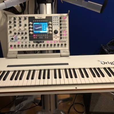 Arturia Origin Keyboard 61-Key Virtual Analog Synthesizer 2010s White