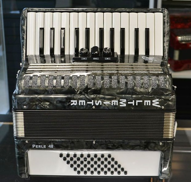 Weltmeister Perle 48 Bass Piano Accordion