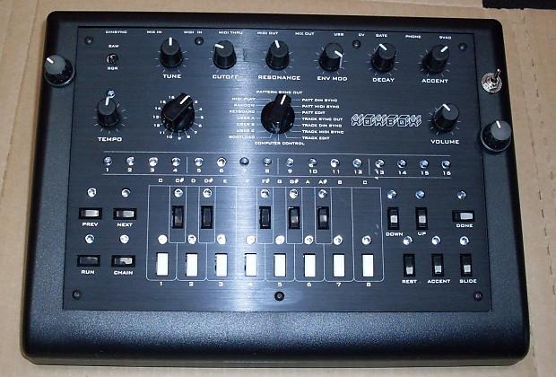 Adafruit X0xb0x bass line synthesizer TB-303 clone with mods xoxbox