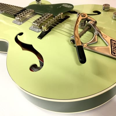 Gretsch G6118T Players Edition Anniversary with String-Thru Bigsby Two-Tone Smoked Green
