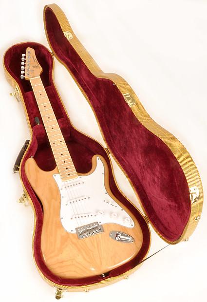 d8514111005 Douglas EGC-400 ST Tweed /Burgand Hardsell Case for Fender Strat  Stratocaster Tele Telecaster & Rick