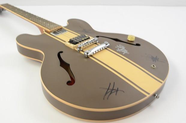 gibson tom delonge es 333 guitar brown stripe w ohsc reverb. Black Bedroom Furniture Sets. Home Design Ideas